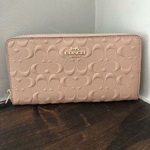 Coach beechwood sig leather acc zip wallet NWT